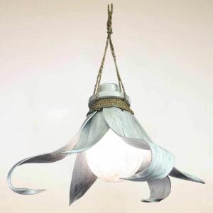 LAMPADARIO IN COCCO 3 FOGLIE ARROTOLATE CON SFERA